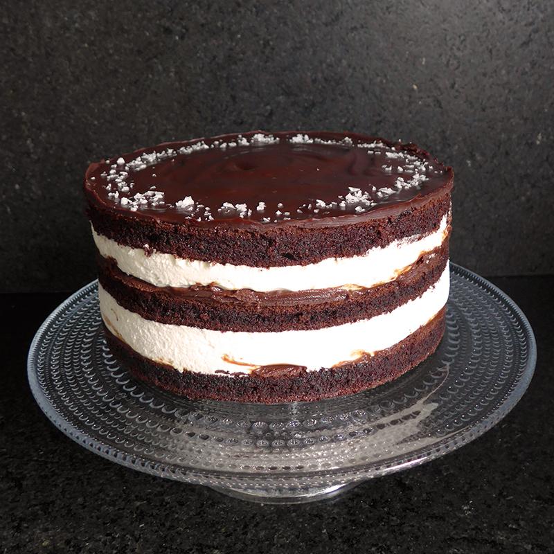 Lina Burdenkova_šokoladinis tortas su sūria karamele ir druskos kristalais